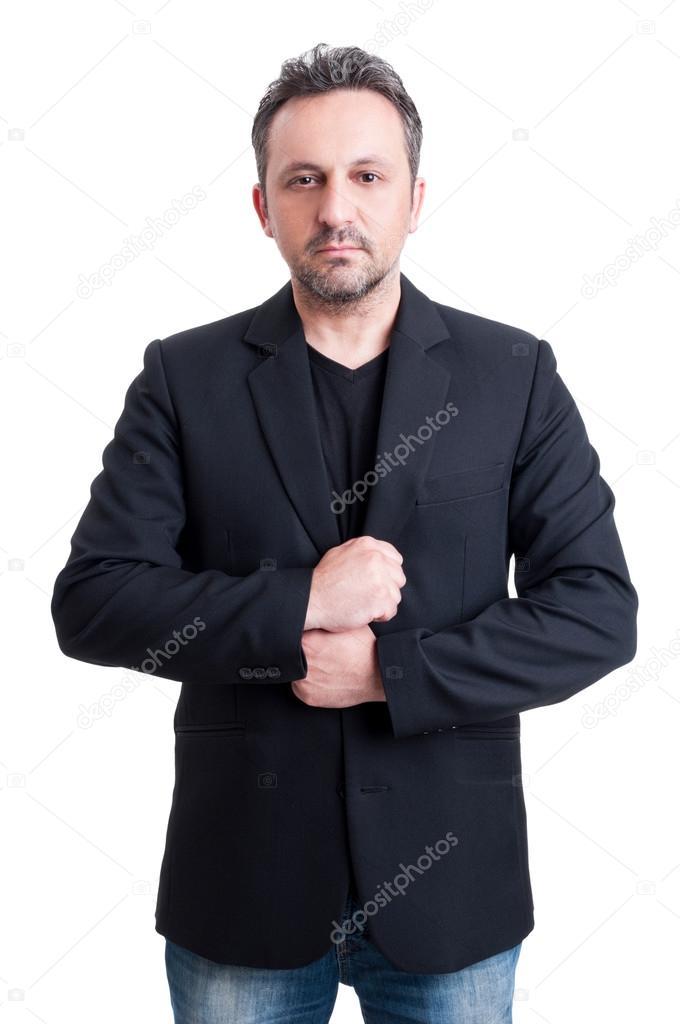 Casual homme portant costume veste et t-shirt