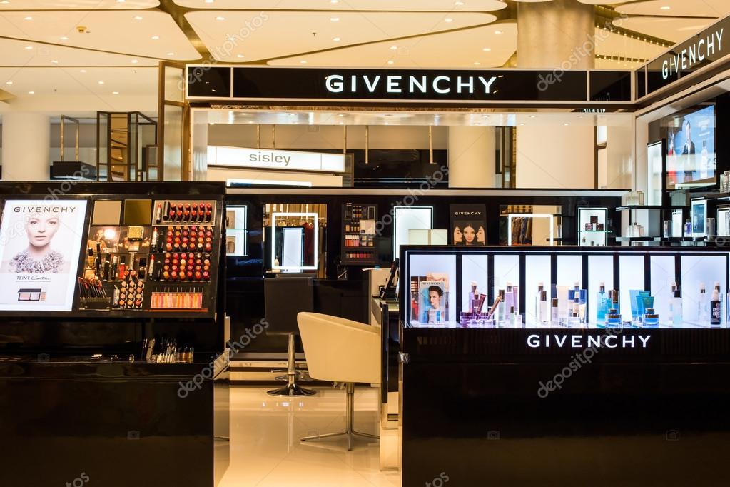 De 000 300 Magasin ParagonAvec Commercial ÀCentre Givenchy Siam UpVzMGqS