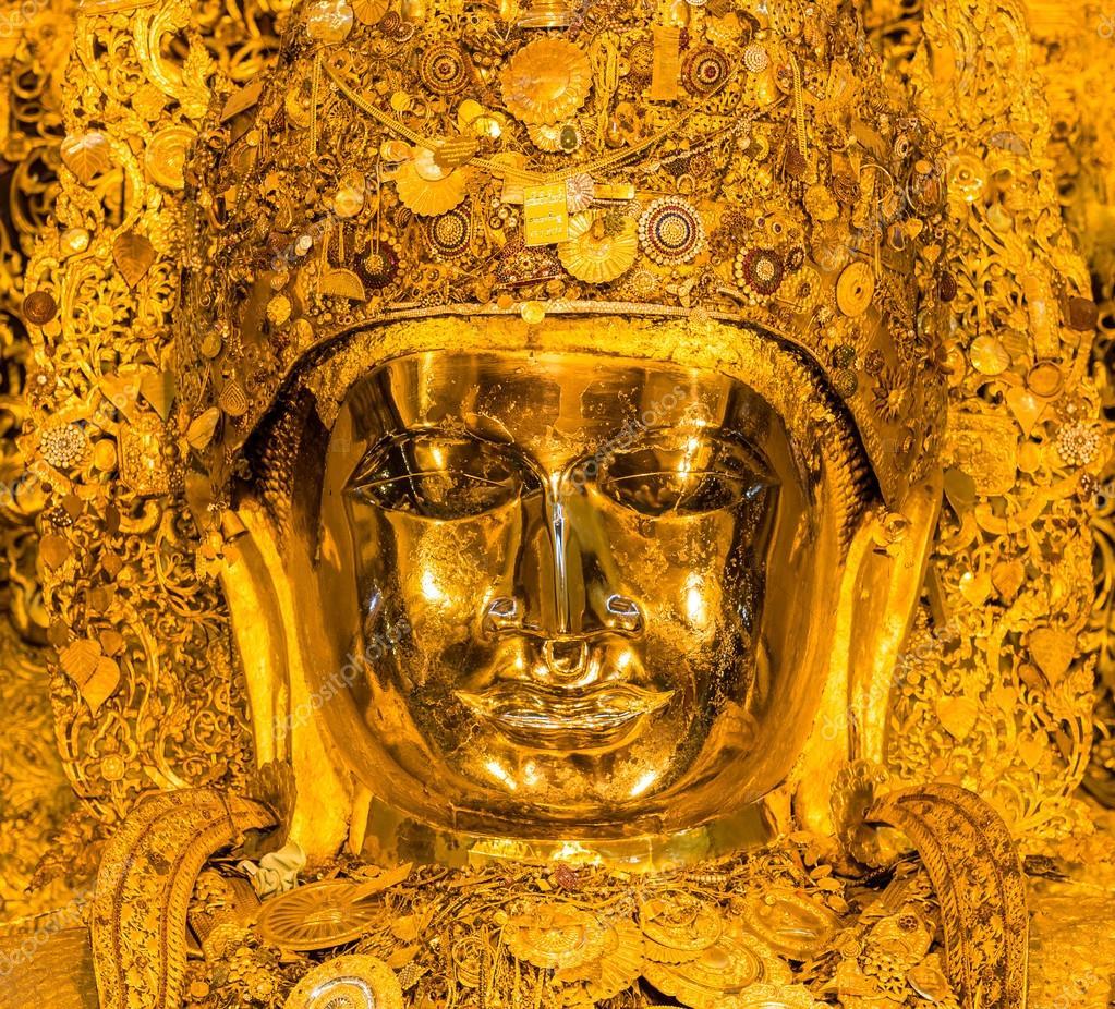 The senior monk wash Mahamuni Buddha