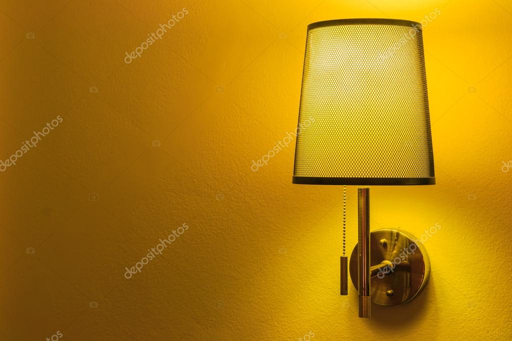 Lampada Vintage Da Parete : Lampada da parete vintage u2014 foto stock © deerphoto #55062663