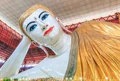 Fotografie Chauk Htat Gyi Buddha in Yangon, Myanmar (Burma)