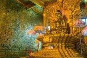 Fotografie Gold Buddha, Old Buddha in Bo Ta Tuang Paya Temple Yangon, Myanmar (Burma)