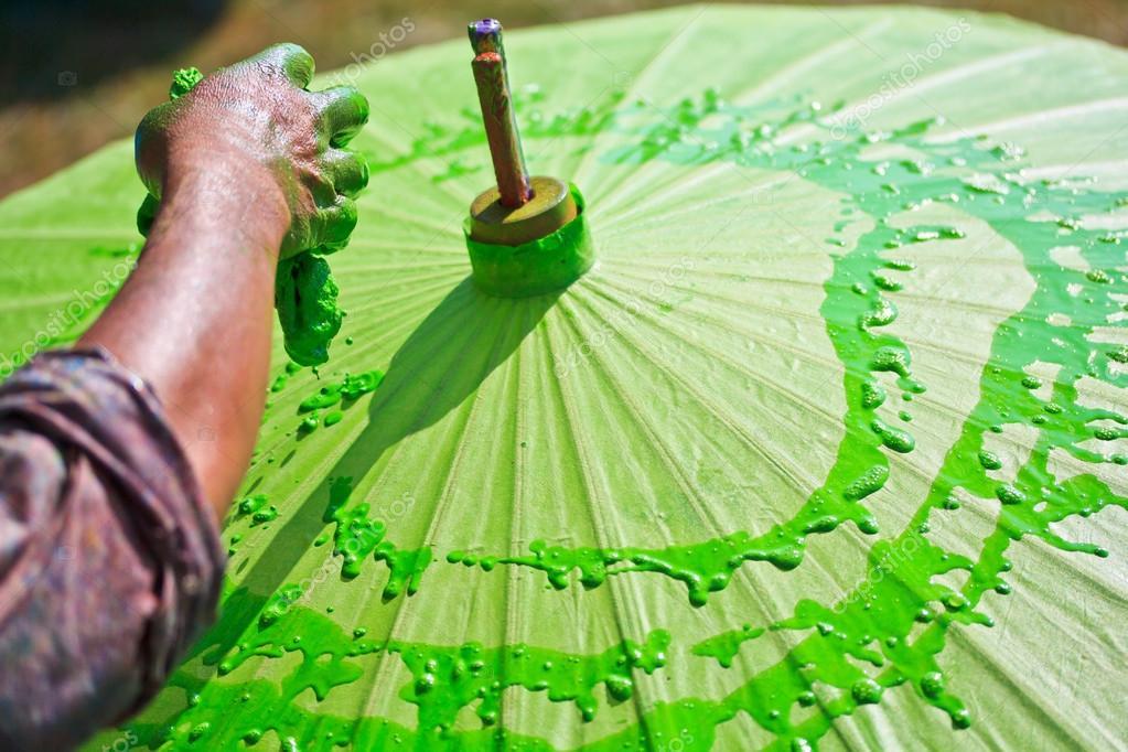 Asiatischer Sonnenschirm asiatischer sonnenschirm meister malen stockfoto deerphoto 55728285