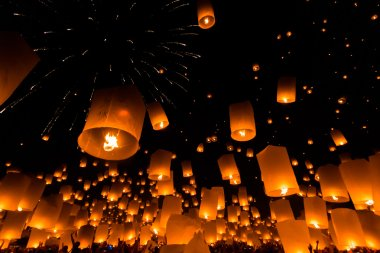 Floating lanterns at Chiang Mai