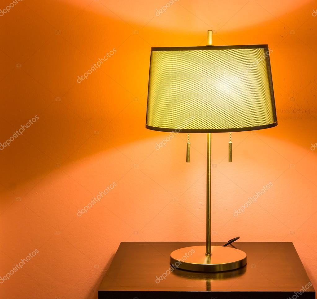 Bed lamp in slaapkamer — Stockfoto © Deerphoto #69015281