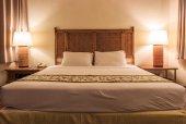 Fotografie postel v pokoji