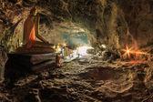 Fotografie Zvýrazněte krasae jeskyně a buddha