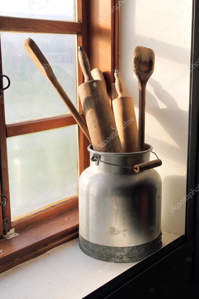 vecchi utensili da cucina — Foto Stock © mtsyri #104917816