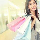 Fényképek nő boldog a bevásárló szatyrok