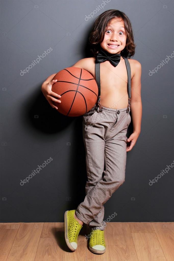 Süße Kleine Junge Mit Langen Haaren Lächelnd Und Halten Einen