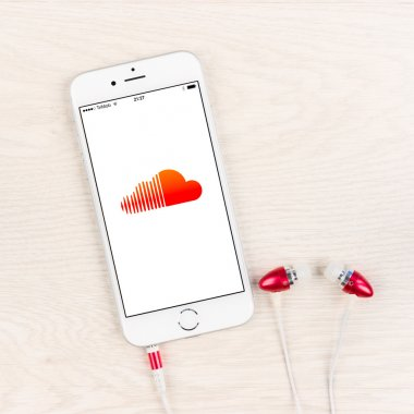 Soundcloud application on an iPhone 6 plus display