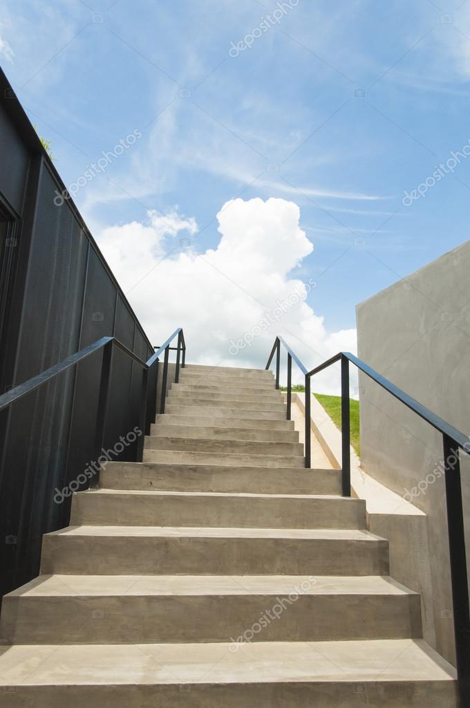 Moderne Stadtische Architektur Beton Treppe Mit Blauem Himmel Stockfoto