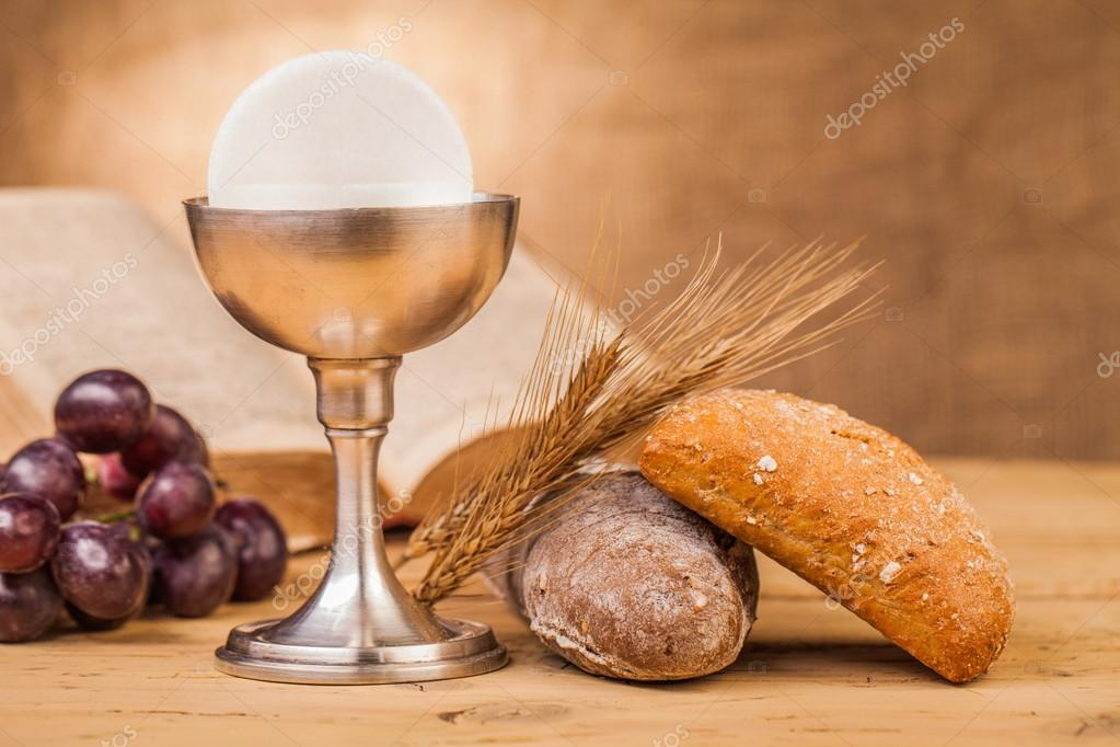 Holy communion bread and grapes — Stock Photo © yeti88 ...