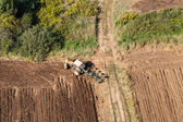 Fotografie sklizeň pole s traktorem