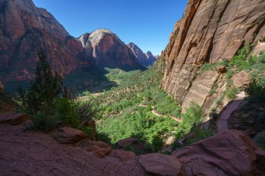 hiking the west rim trail in zion national park in the usa