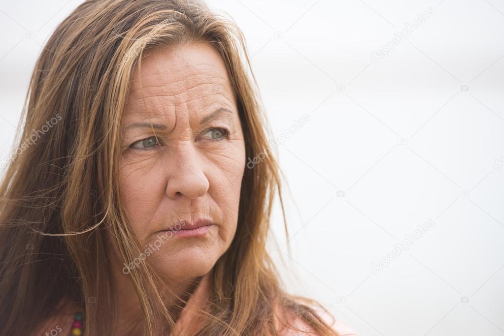 Фото зрелой одинокой женщины, косметика для бровей эйвон