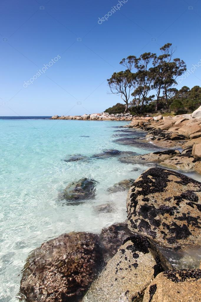 Binalong Bay In Tasmania Is Located In The Bay Of Fires Region On The East Coast Beaches And Rocky Bays Like This One Are A Spectacular Attraction