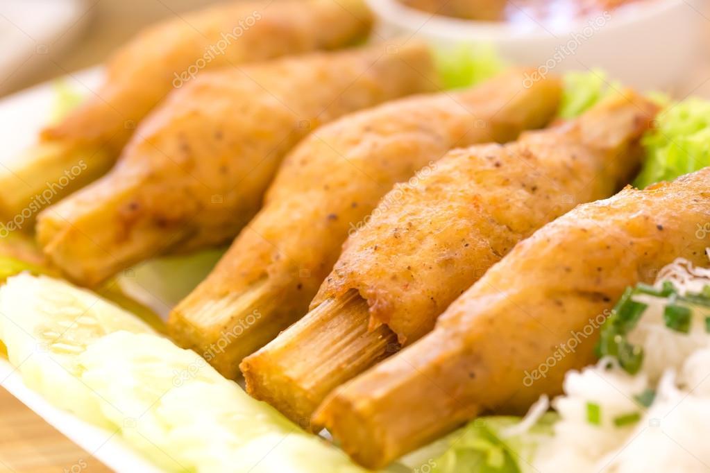 Gambero Fritto Con La Canna Da Zucchero Cibo Vietnamita Foto