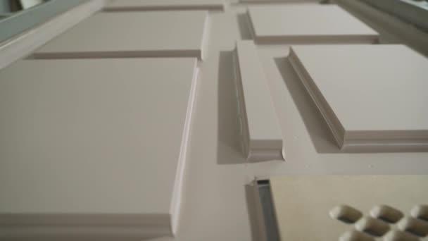 Fasády a další polotovary pro výrobu skříňového nábytku, kuchyňské prvky. Dřevěné polotovary pro kuchyňský nábytek v nábytkářském průmyslu.