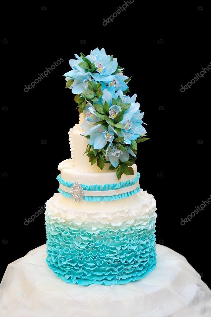 Blaue Hochzeitstorte Auf Schwarzem Hintergrund Stockfoto C Timonko