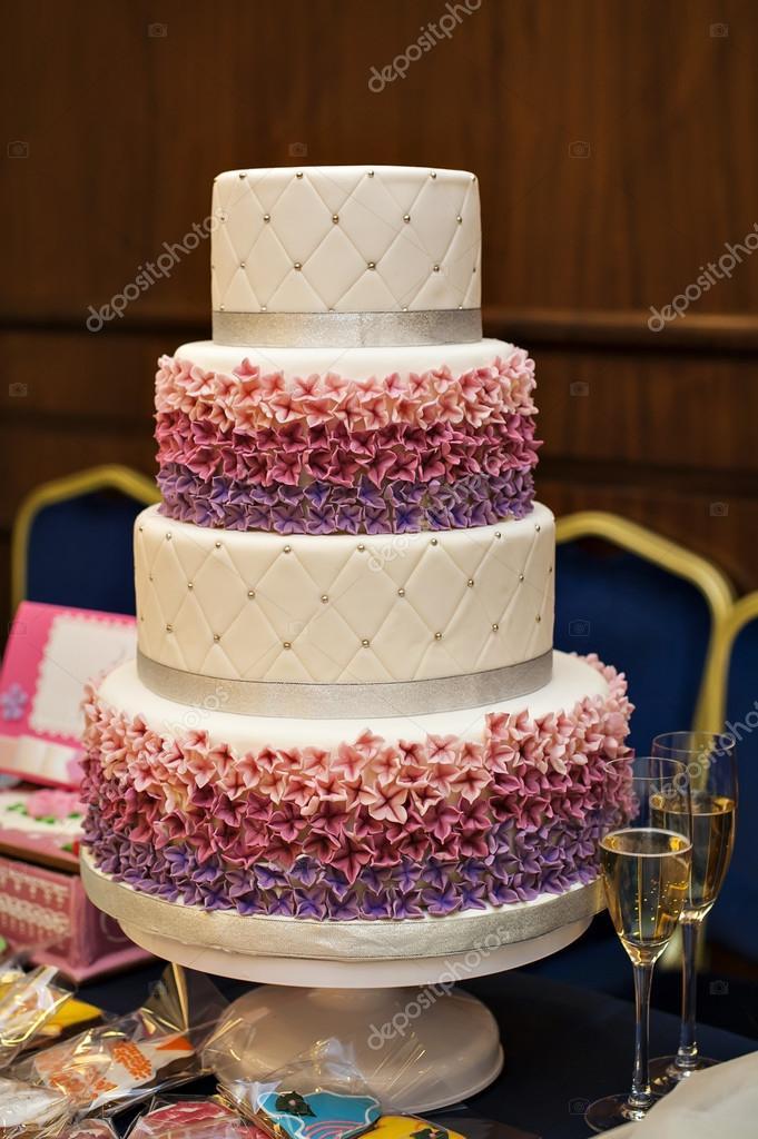 Weiss Multi Level Hochzeitstorte Mit Rosa Blume Dekoration