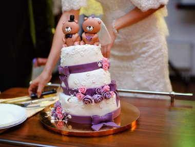 wedding cake decorated with bears