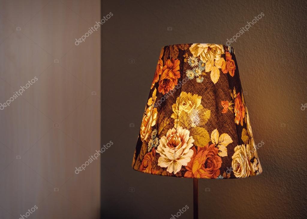 Vintage Slaapkamer Lampen : Vintage lamp in de slaapkamer u stockfoto timonko