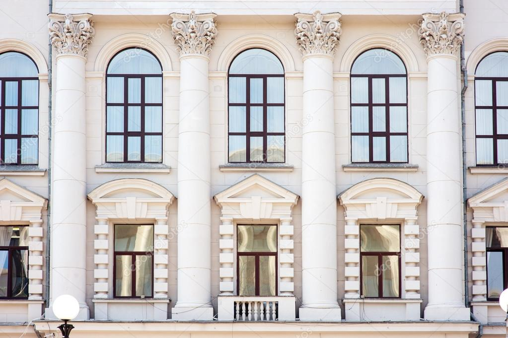 Architecture and windows of ancient renaissance style — Stock Photo ...