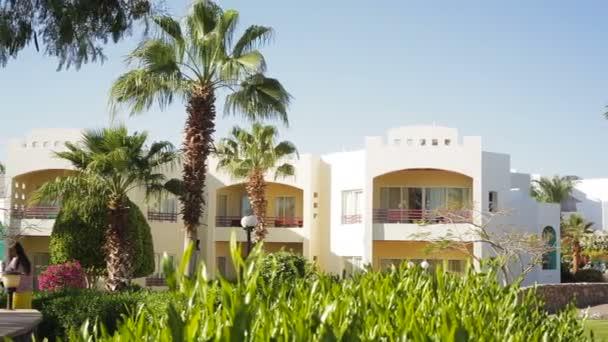 Luxusní moderní Bílý dům s výhledem na tropické zahrady
