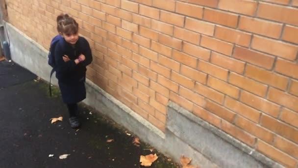 Malé dítě strach, jít do školy