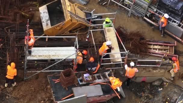 Stavbaři pracují ve stavebnictví, stavební místo