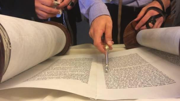 Zsidó rabbi Tórah szól