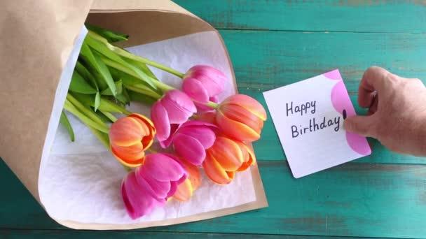 boldog születésnapot üzenet Tulipán virág és Boldog szülinapot üzejegyzet — Stock Videó  boldog születésnapot üzenet