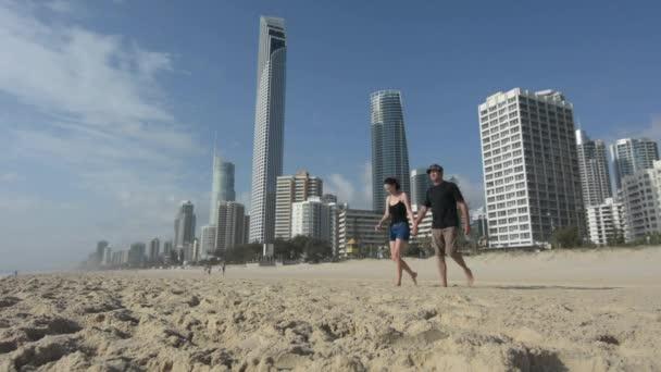 Fiatal pár, látogasson el a Surfers Paradise-Ausztrália