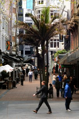 Traffic on Vulcan Lane in Auckland downtown, New Zealand .