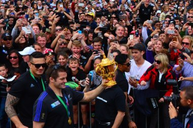 Richie McCaw showing thousands of people the Web Ellis trophy