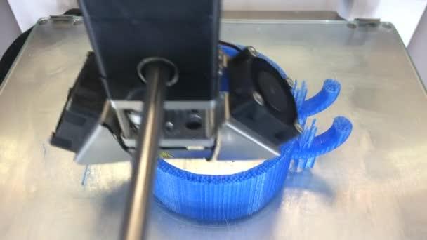 3D tiskový stroj při práci
