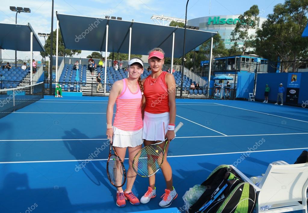 33bc3247ee3c Joueurs juniors de tennis Anastasia Zarytska (L) et Dayana Yastremska de  l'Ukraine après la demi-finale de double victoire de match à l'Open  d'Australie ...