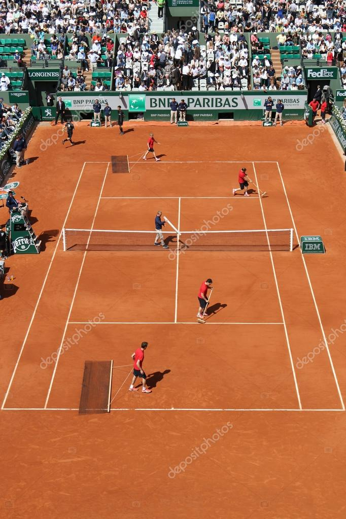 c11cc9e053 Court Philippe Chatrier preparation and maintenance team at Le Stade ...