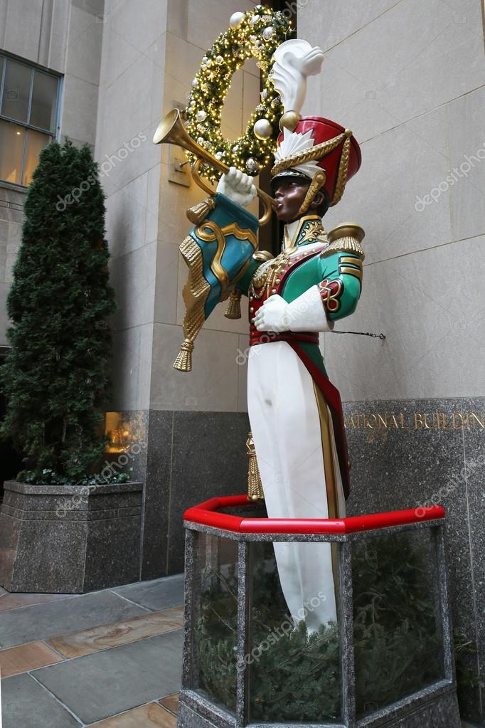 Wooden toy soldier bugler Christmas decoration at the Rockefeller Center — Stock Photo