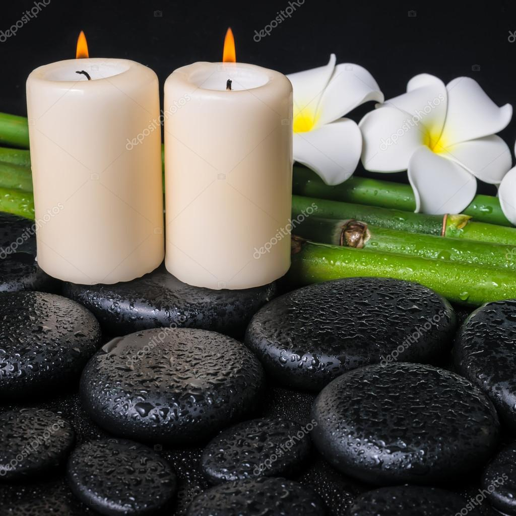 concepto de spa de piedras de basalto zen frangipani dos flores blancas c fotos de stock a. Black Bedroom Furniture Sets. Home Design Ideas