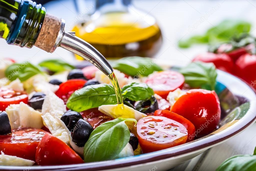 Mediterrane Küche caprese capresesalat italienischer salat mittelmeer salat