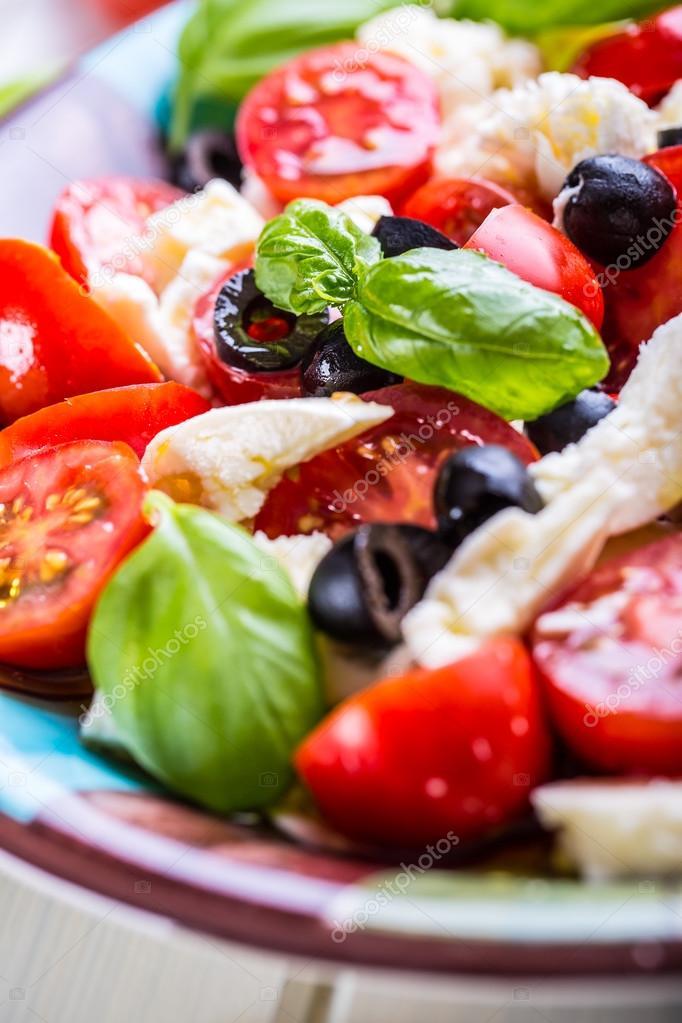 Caprese. Capresesalat. Italienischer Salat. Mittelmeer-Salat ...