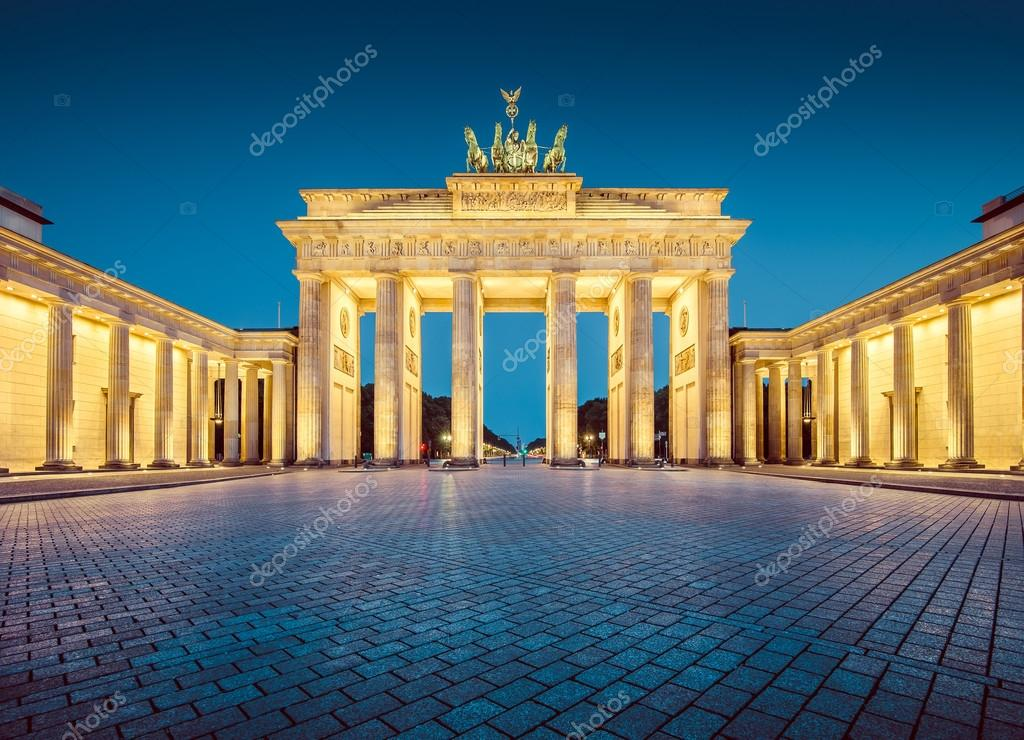 brandenburger tor im zwielicht berlin deutschland stockfoto pandionhiatus3 105636404. Black Bedroom Furniture Sets. Home Design Ideas
