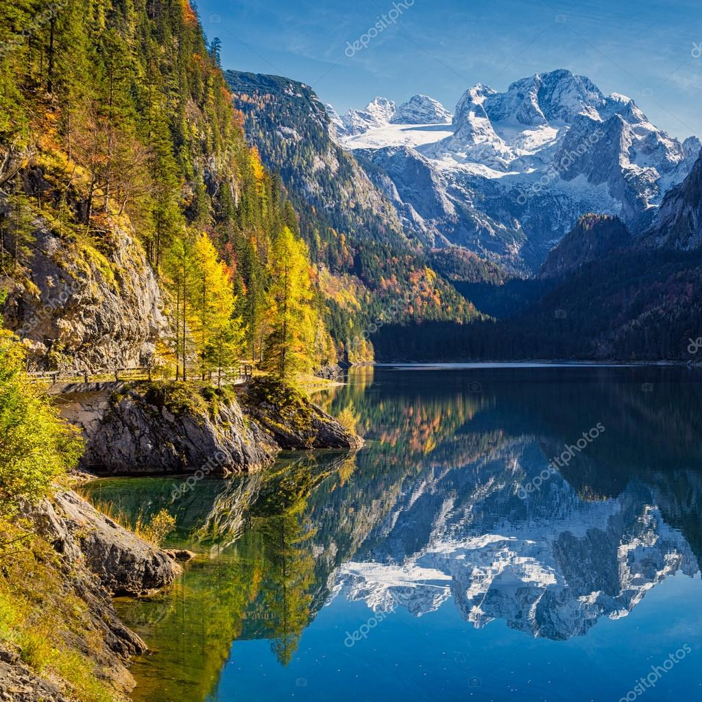 Фотообои Autumn scenery with Dachstein mountain at Gosausee, Salzkammergut, Austria