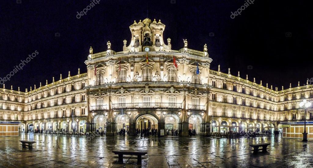 Ber hmte plaza mayor in salamanca in der nacht castilla y for Comedores castilla y leon