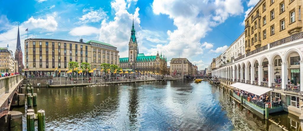 市庁舎とアルスター川、ドイツ ...