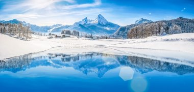 Winter wonderland with mountain lake in the Alps