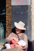 Tibetské matka a babychild. Lhasa Tibetu. 1446