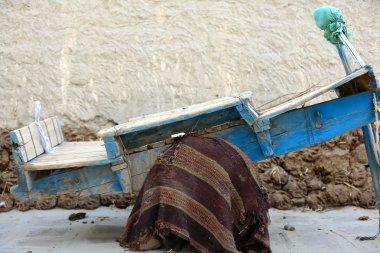 Old blue wooden cart. Gyantse-Tibet. 1615